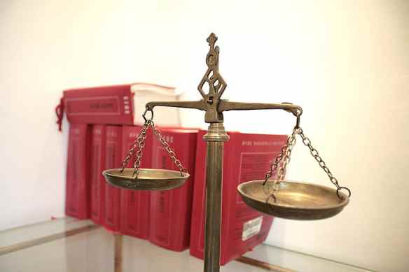 balance-justice-law-legal-right-lawyer