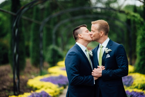gay-couple-kissing-wedding